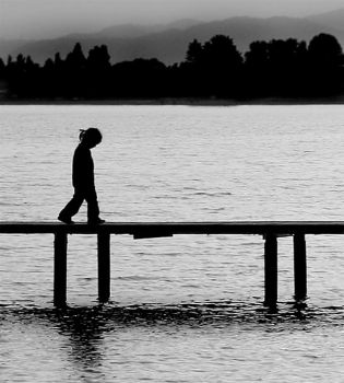 Lonely by qrpw