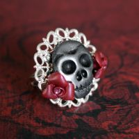 Skull with Red Roses Ring by tianarutledge
