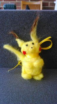 Pikachu needle-felted by Illusionei