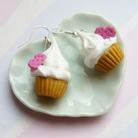 Cupcakes with heart cookie by lemon-lovely