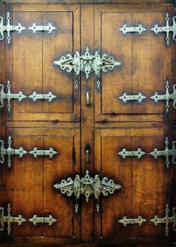 The Cast Iron Door by shirosynth